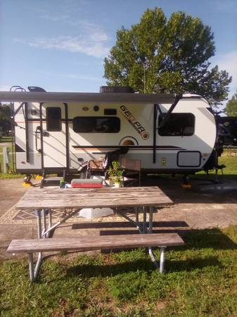 Photo 2020 Geo Pro 19FBS by Rockwood - $16,999 (Plant City)