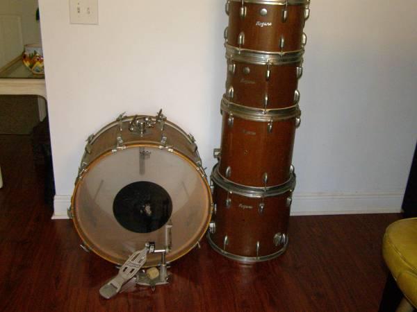 Photo 5 Piece Vintage Drum Set Tom Toms Bass Drum Pedal Wooden - $150 (Ta)
