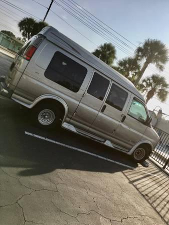 Photo 99 Chevy express 1500 conversion van - $500