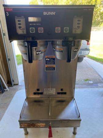 Photo Bunn Commercial Coffee Brewer - MODEL Dual SH DCB - Retails at $2100 - $300 (Ta)