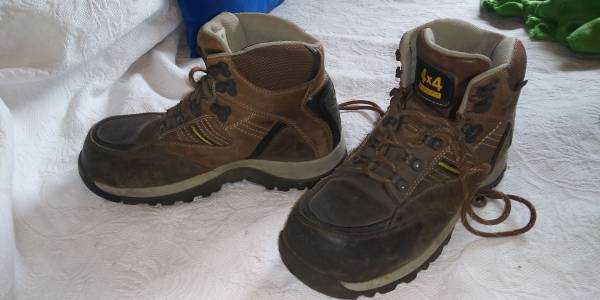 Photo CAROLINA 4x4 Hiking Boots CA4520 USED Mens 8D Polymer Safety Toe - $20 (NW St Petersburg)