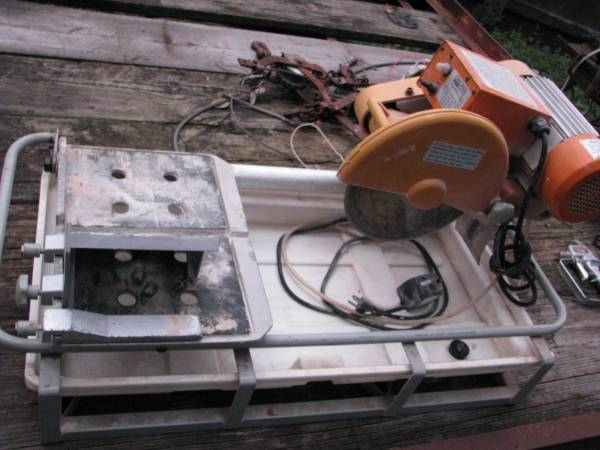 Photo Chicago Electric 10 in. 2.5 HP TileBrick Saw - $100 (clearwater)