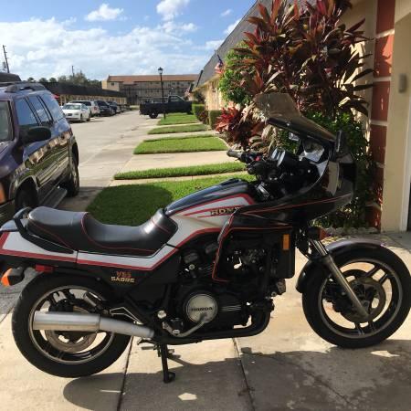 Photo Classic VF 1100 V65 Honda Sabre - $3,500 (New Port Richey)