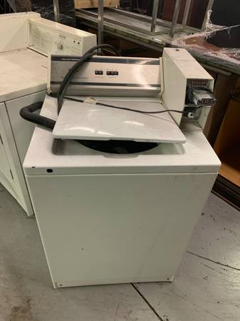 Photo Coin-Operated Whirlpool Washer  Dryer - $300 (St. Petersburg)