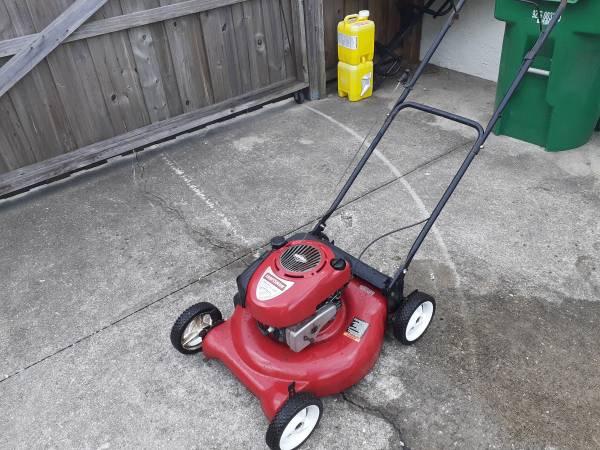Photo Craftsman 21 inch mulching push lawn mower - $80 (Zephyrhills)