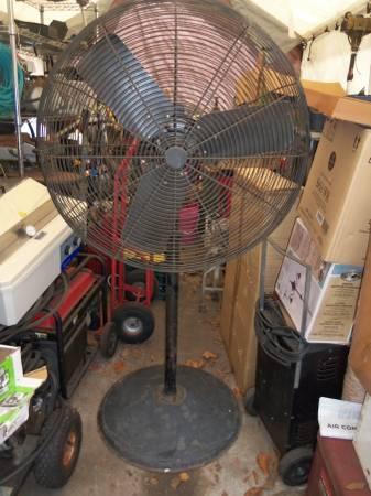 Photo DAYTON 4M255A AIR CIRCULATOR 30quot SINGLE SPEED SHOP FAN - $115 (BRANDON)
