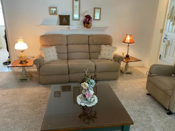 Photo Estate Sales by Renee39 (325 Westgate Rd. Tarpon Springs, FL)