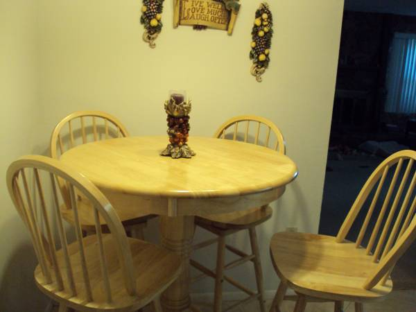 Photo GREAT BUY ON BISTRO- PUB TABLE FOUR CHAIR EXTRA WHITE TABLE TOP - $250 (SEMINOLE)