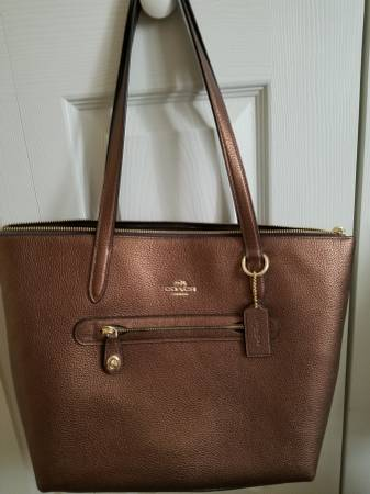 Photo Genuine COACH leather purse - Brand New - $90 (Largo)