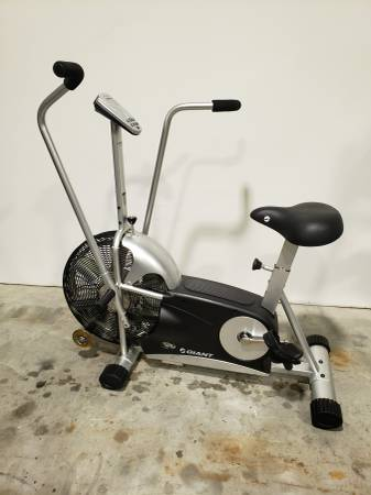 Photo Giant Dual Fit air exercise bike - $300 (Clearwater)