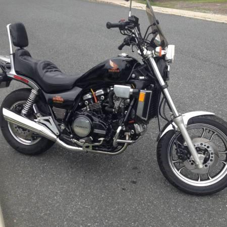 Photo Honda V65 Magna VF1100C  1984 Model - $2,200.00 CASHOBO - $2200 (Largo)