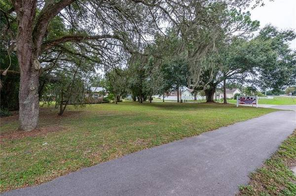 Photo JUST OVER ONE ACRE RIGHT ON THE CORNER OF EILAND BOULEVARD MASSEY RD. (ZEPHYRHILLS, FL)