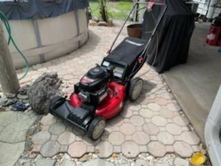 Photo Lawn Mower Self Propelled Troy-Bilt TB240 wGCV160 Honda Eng $200 OBO - $200 (Seminole Heights Ta)