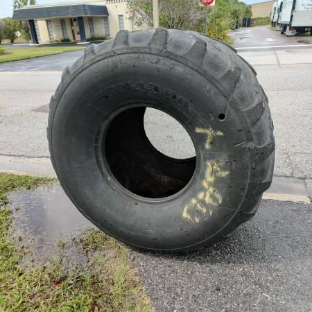 Photo Monster truck tire FREE (Saint Petersburg)
