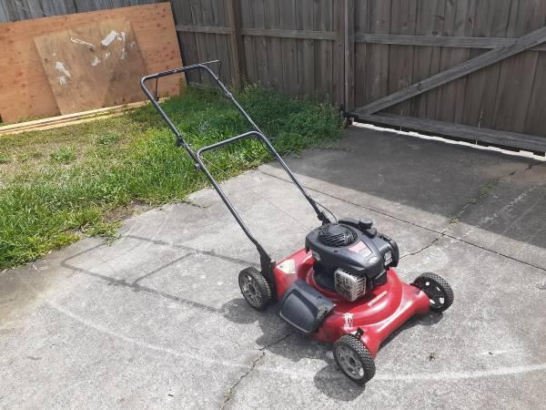 Photo Murray 21 inch mulching push lawn mower - $75 (Zephyrhills)