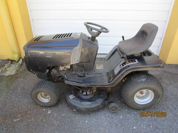 Photo Murray 42quot Riding Lawn Mower - $375 (Riverview)