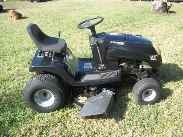Photo Murray riding mower - $485 (spring hill)