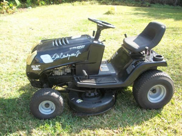 Photo Murray riding mower - $525 (spring hill)