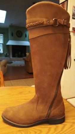 Photo NEW ARIAT BOOTS - ladies 10 12 - $150 (Spring Hill)