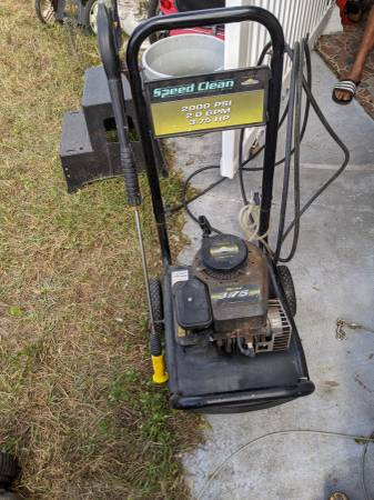 Photo Power Washer 2000 PSI 2.0 GPM 3.75 HP Briggs and Stratton motor - $120 (New Port Richey)