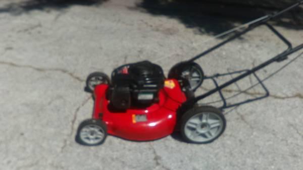 Photo Professionally Serviced Murray High Wheel Push lawn mower - $100 (Pinellas Park)
