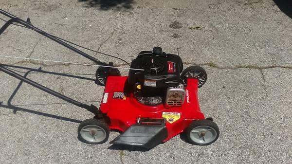 Photo Professionally Serviced Murray Push lawn mower - $80 (Pinellas Park)