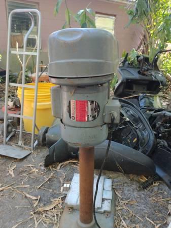 Photo ROCKWELL (Delta) 12 hp Drill Press - $375 (Ta)