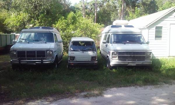 Photo Rear Tire Carrier Of A Chevy Van Lots Of G20 Parts - $50 (Near Southend Of Bayside Bridge Largo)