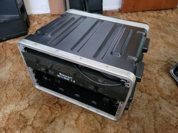 Photo SKB 10 space road case - $75 (Seminole)