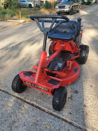Photo Snapper Riding Lawn Mower LBSN 28quot cut - $700 (Ta)