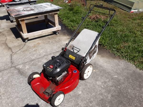 Photo Toro Recycler 22 inch self-propelled bagging or mulching lawn mower - $85 (Zephyrhills)