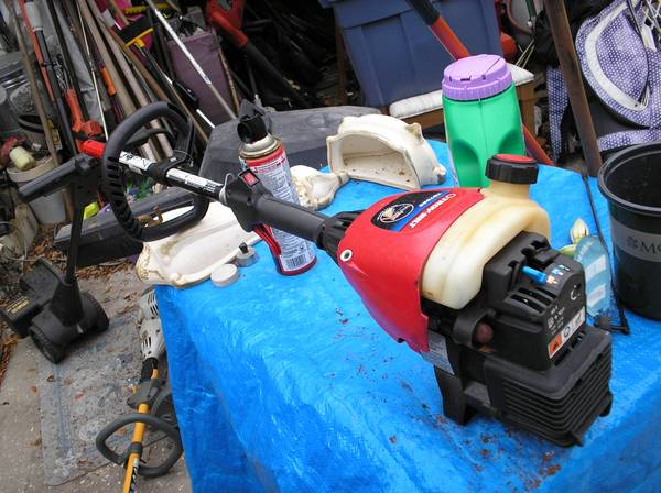 Photo Troy-Bilt TB70SS Head Unit Spin Trimmer Parts or Repair - $10 (St Petersburg)