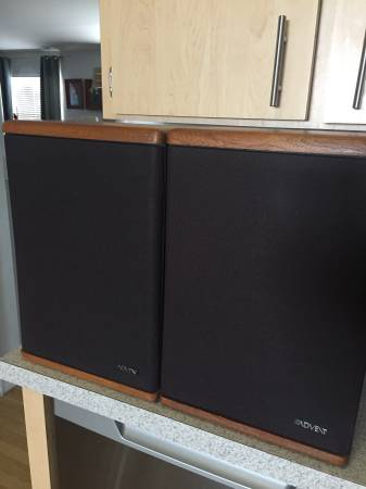 Photo Vintage Baby Advent ii speakers - $40 (Riverview)