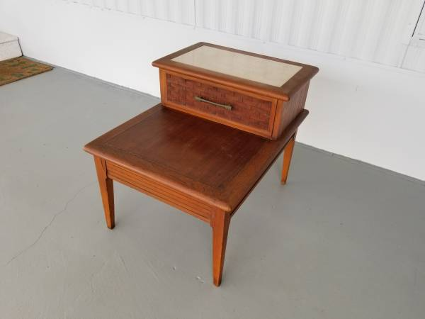 Photo Vintage Mid Century Step Back End Side Table 22 x 28 x 22 tall - $30 (Wesley Chapel)