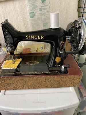 Photo Vintage Singer Sewing machines - $300 (LAND o LAKES)