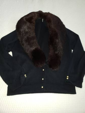 Photo Vintage faux fur black sweater w pearl buttons size 8 - $10 (New Port Richey)
