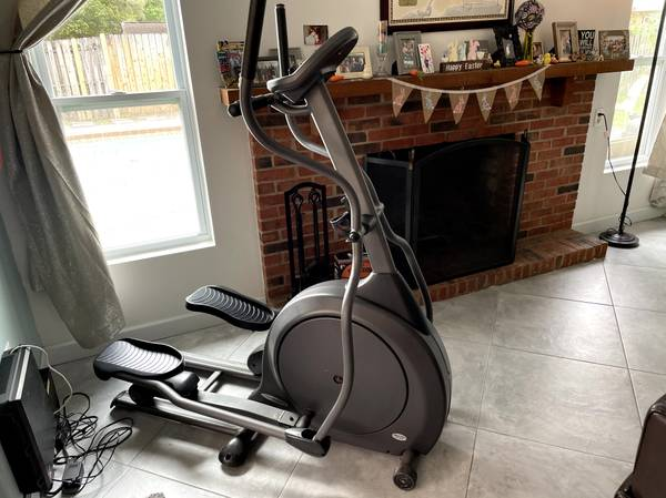 Photo Vision Fitness X1500 Front Drive Elliptical Trainer - $100 (Dunedin)