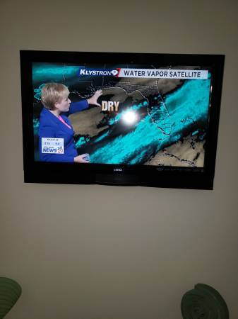 Photo Vizio 32quot SMART LED LCD HD TV needs work wall mount new remote each - $10 (clearwater beach)