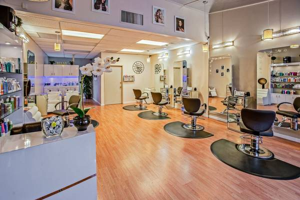 Photo We want to buy a full-service beauty salon or a Med Spa (Ta)