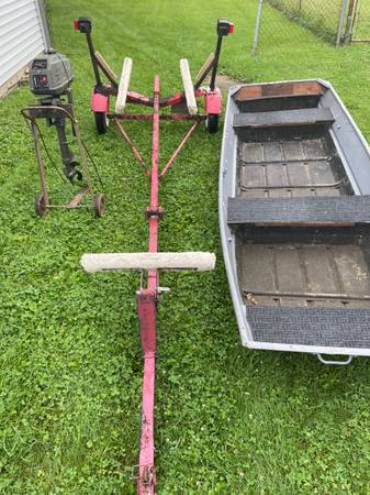 Photo 12ft Jon boat with a 3.3hp motor and a trailer. TITLE FOR BOTH - $1,050 (Mooresville)