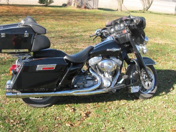 Photo 2005 Harley Davidson FLHTI Electra Glide - $7,000 (Jamestown)
