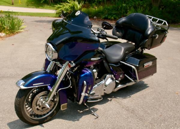 Photo 2010 FLHTK Electra Glide Ultra Limited - $13,000 (Brownsburg)