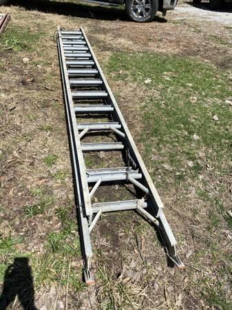 Photo 2439 Sears Magnesium extension ladder - $325 (Lafayette)