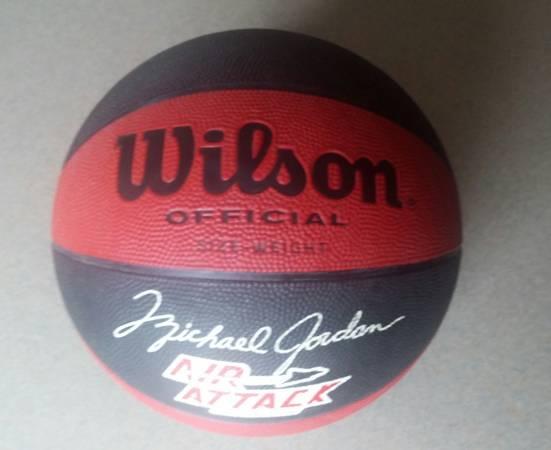 Photo 80s vintage Michael Jordan Basketball - $65 (Indianapolis)