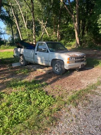 Photo 95 Chevy 2500 - $700 (Shelburn)
