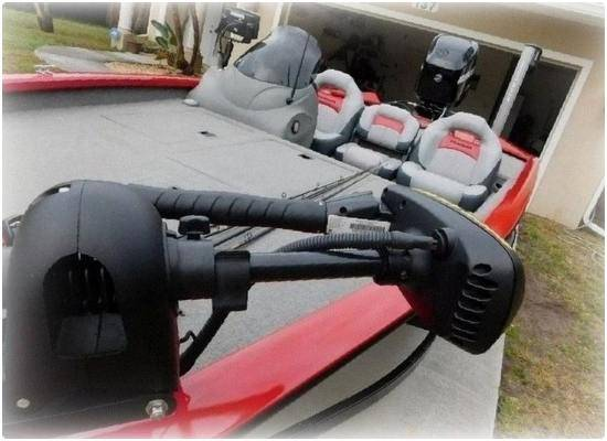 Photo BOAT GREAT FOR SKIING AND TUBING 2015 Bass Tracker - $1,400