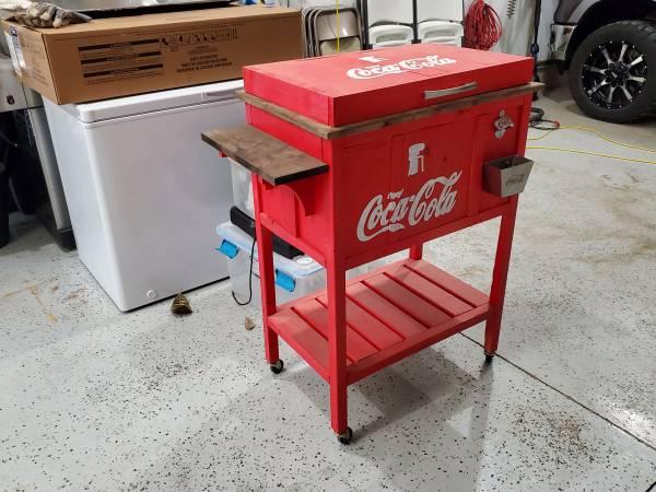 Photo Coca cola cooler - $100 (Terre Haute)