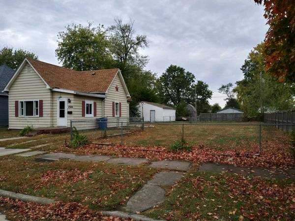 Photo Good Investment or First Time Buyer Property (Near Coy Park----12 Points Area)