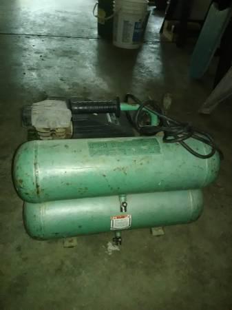 Photo Hitachi EC12 Portable Twin Stack Air Compressor - $80 (Coatesville)
