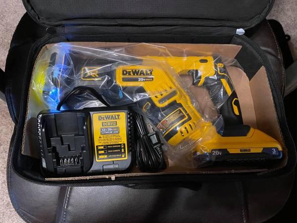 Photo NEW DeWALT Brushless XR 20 Volt Complete Sawzall Kit - $200 (NoblesvilleIndiana)